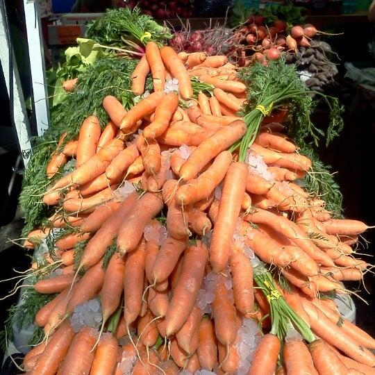 Photo prise au Ballard Farmer's Market par Rory d. le8/26/2012