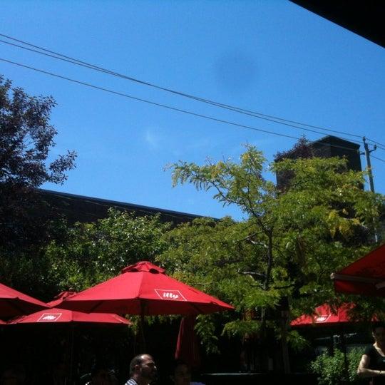 6/14/2012 tarihinde Matthew S.ziyaretçi tarafından SCHOOL Restaurant'de çekilen fotoğraf