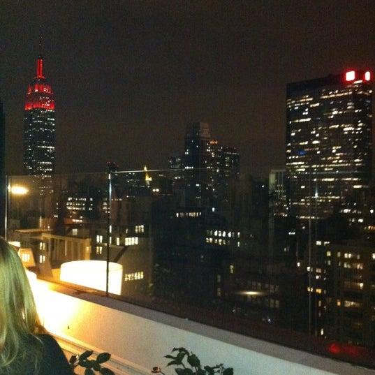 Снимок сделан в Sky Room пользователем Brian H. 12/10/2011