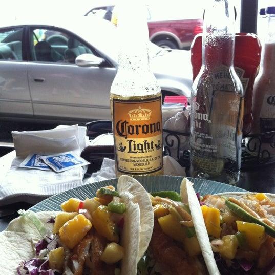 Foto tomada en Cabanas Beach Bar and Grill por Alex F. el 8/10/2012