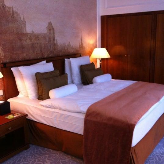 รูปภาพถ่ายที่ Hotel Vier Jahreszeiten Kempinski โดย Larisa N. เมื่อ 5/4/2012