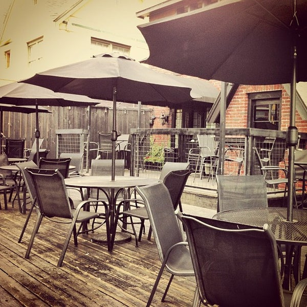 4/14/2012 tarihinde Jamie L.ziyaretçi tarafından Royal Oak Bar and Grill'de çekilen fotoğraf