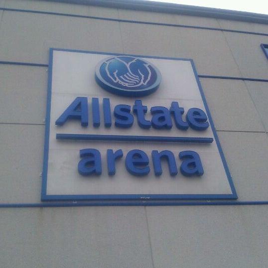 รูปภาพถ่ายที่ Allstate Arena โดย Josie G. เมื่อ 1/1/2012
