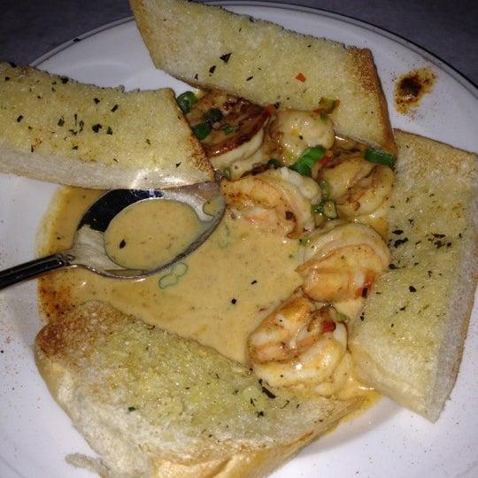 Foto scattata a Bourbon Street Restaurant and Catering da Robyn D. il 3/18/2012