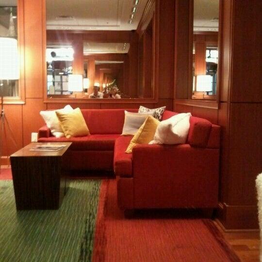 renaissance columbus downtown hotel uptown district 35. Black Bedroom Furniture Sets. Home Design Ideas