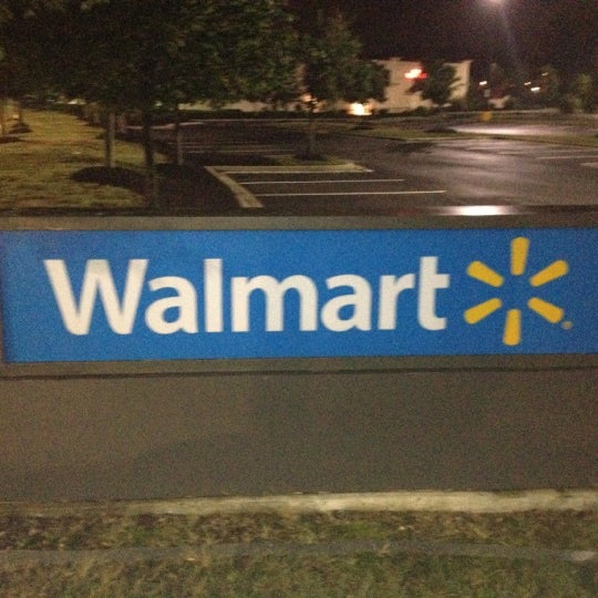 Das Foto wurde bei Walmart von Teddy am 6/13/2012 aufgenommen