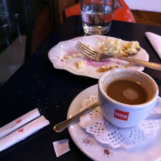 Foto tirada no(a) Florencio Bistro & Patisserie por Sandy R. em 10/19/2011