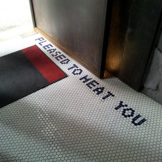 Das Foto wurde bei Blue - Butcher & Meat Specialist von Ruslan K. am 6/9/2012 aufgenommen