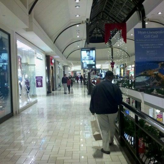 12/6/2011 tarihinde Patrick P.ziyaretçi tarafından Tysons Corner Center'de çekilen fotoğraf
