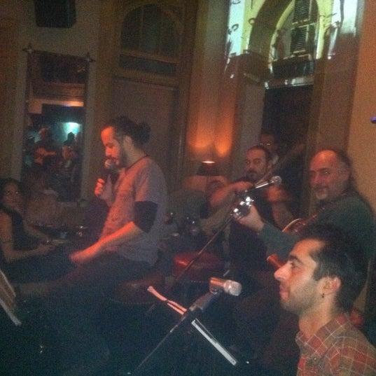 รูปภาพถ่ายที่ Zihni Bar โดย Burçin O. เมื่อ 10/21/2011