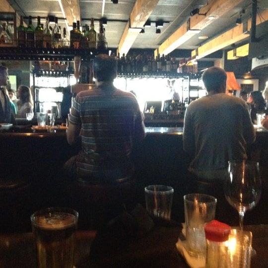 Foto tomada en Portland City Grill por Angela S. el 8/20/2012
