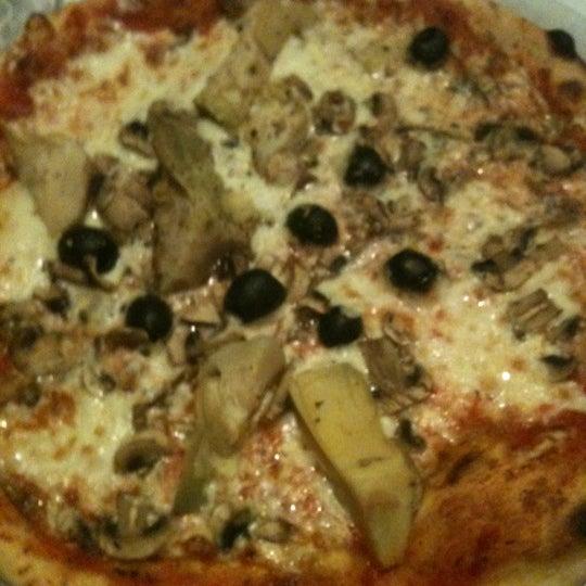 Photo prise au Brossolette Pizzeria par Anais B. le11/2/2011