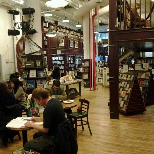 3/31/2012 tarihinde Klaartje V.ziyaretçi tarafından Housing Works Bookstore Cafe'de çekilen fotoğraf