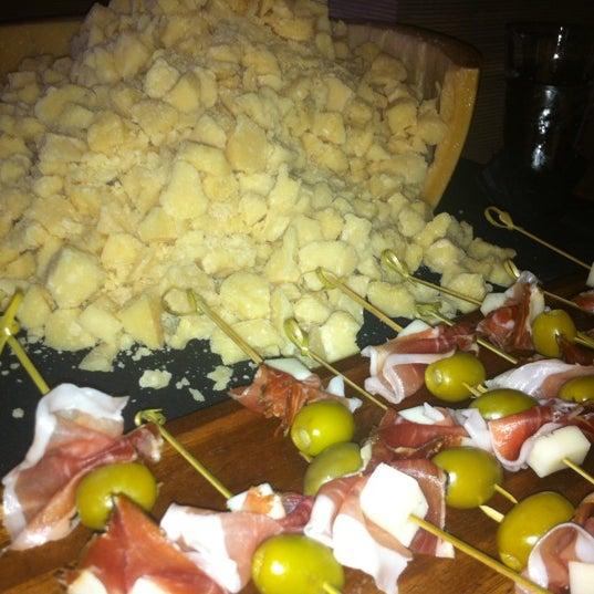 Foto tirada no(a) Cucina Asellina por Wendy G. em 3/15/2012