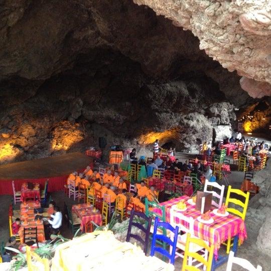 Foto tomada en La Gruta Restaurant por Eduardo V. el 6/16/2012