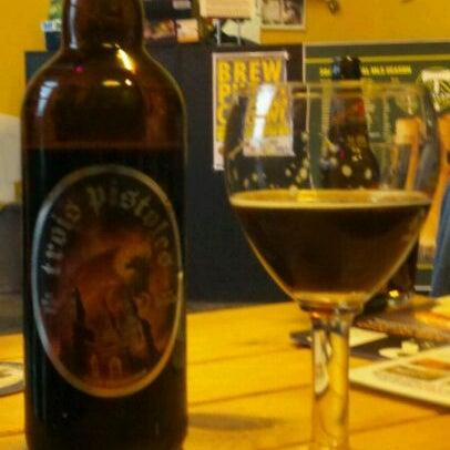 Photo prise au The BeerMongers par Tracy B. le3/12/2011