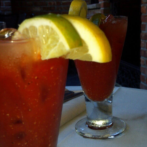 Foto tirada no(a) Bourbon Street Bar & Grille por Manny L. em 6/16/2012