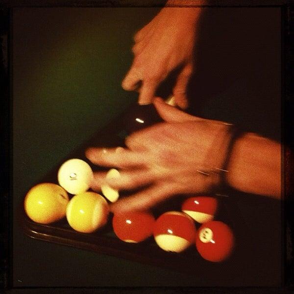 Das Foto wurde bei Nowhere Bar von Tassos L. am 10/31/2011 aufgenommen
