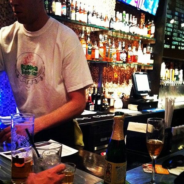 Photo prise au Buddha Beer Bar par Angel B. le2/5/2012
