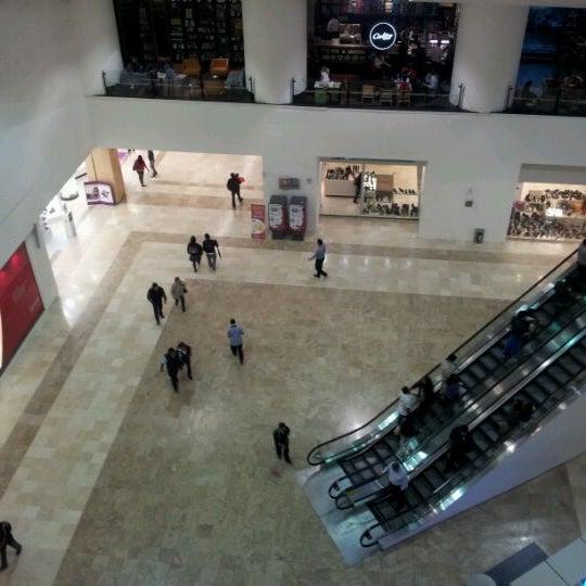 Снимок сделан в Plaza Universidad пользователем Anaid44 2/16/2012