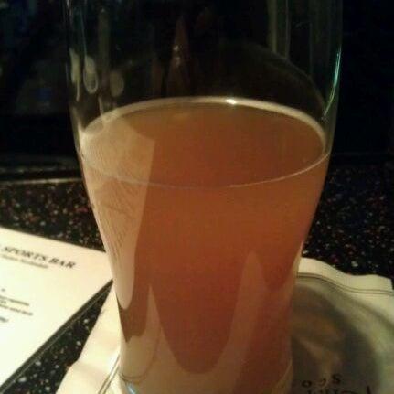 Foto tirada no(a) 4th Floor Grille & Sports Bar por T.J. V. em 3/2/2012