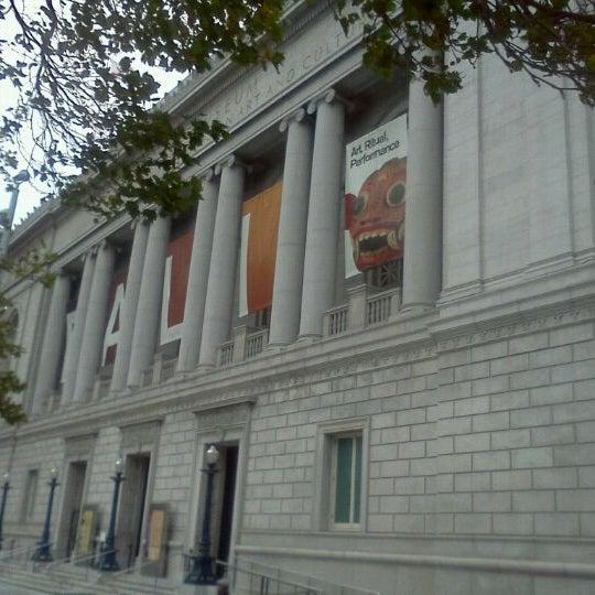 8/19/2011 tarihinde Jeremy B.ziyaretçi tarafından Asian Art Museum'de çekilen fotoğraf