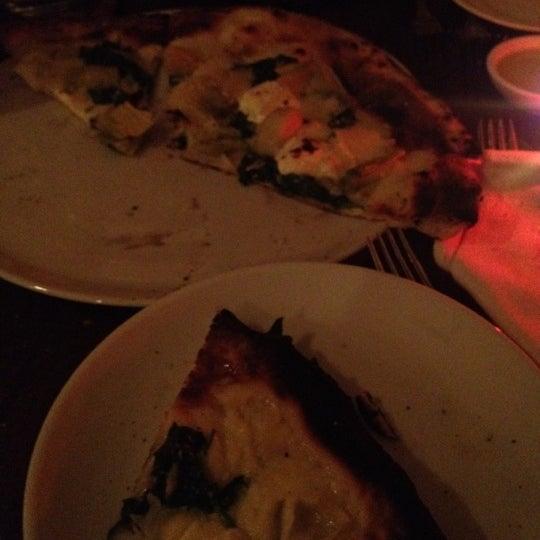 Foto diambil di Monte's Restaurant oleh Derrick L. pada 6/5/2012
