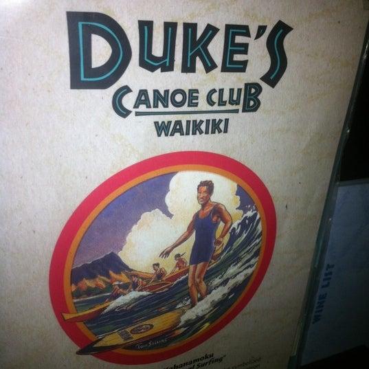 Foto tomada en Duke's Waikiki por Todd L. el 10/14/2011