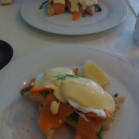 Foto tirada no(a) Tuihana Cafe. Foodstore. por Michael W. em 5/11/2011