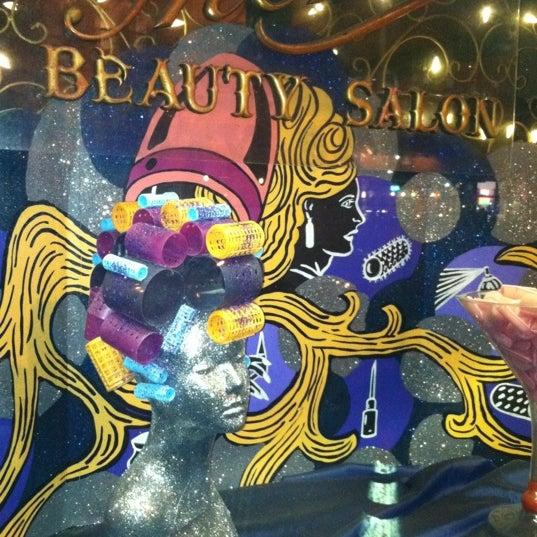 Foto scattata a Beauty Bar da Mollly G. il 2/22/2012