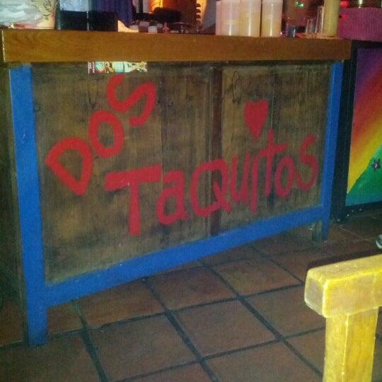 Снимок сделан в Dos Taquitos пользователем Montinique W. 7/6/2012