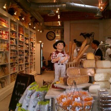 Photo prise au Joan's on Third par Mike H. le5/11/2012