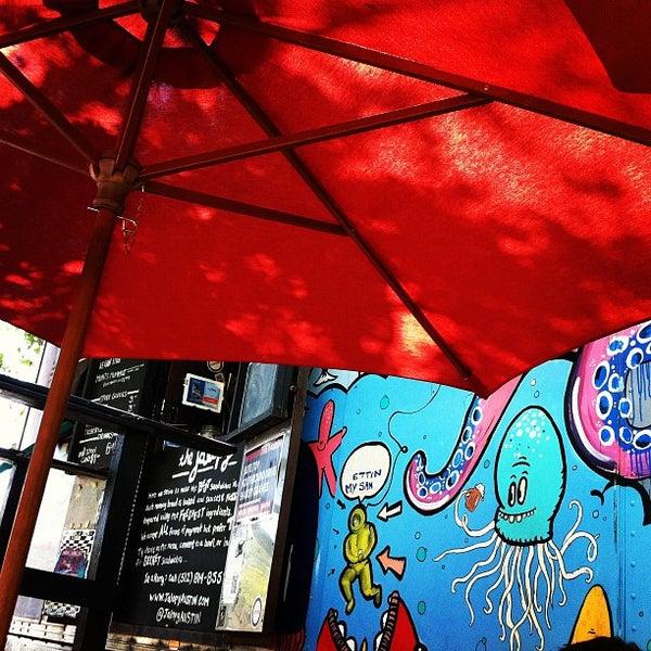 8/11/2012 tarihinde Emily S.ziyaretçi tarafından The Jalopy Rotisserie and Press'de çekilen fotoğraf