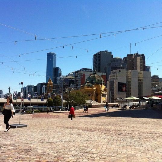 รูปภาพถ่ายที่ Federation Square โดย Janet S. เมื่อ 9/4/2012