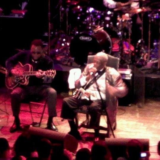 Foto diambil di House of Blues oleh James Allan F. pada 3/24/2012