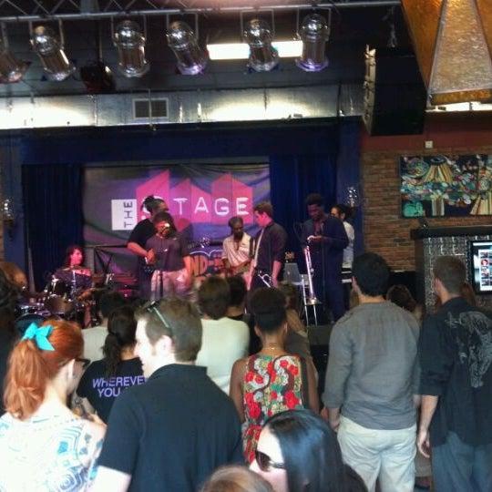 รูปภาพถ่ายที่ The Stage โดย Hal P. เมื่อ 6/3/2012