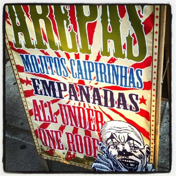 Das Foto wurde bei Bogota Latin Bistro von Beth W. am 9/1/2012 aufgenommen