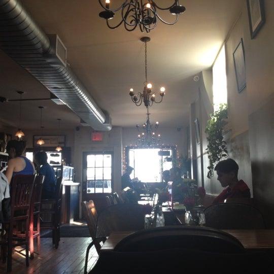 รูปภาพถ่ายที่ The West—Coffeehouse & Bar โดย Corey W. เมื่อ 2/17/2012