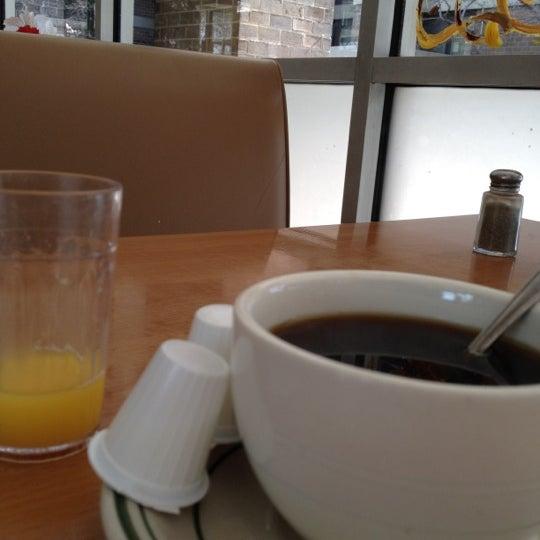 Das Foto wurde bei Squire's Diner von Ben G. am 3/23/2012 aufgenommen