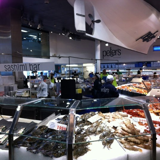 Foto scattata a Peter's Fish Market da YikYang C. il 7/9/2012