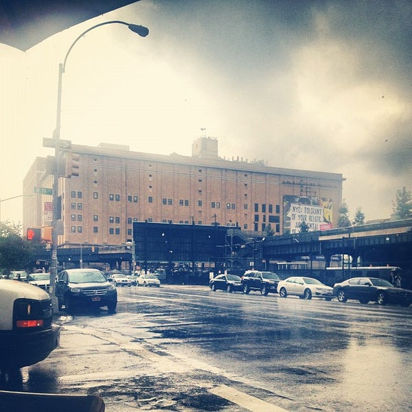 Photo prise au Moran's - Chelsea par Harrison K. le8/15/2012