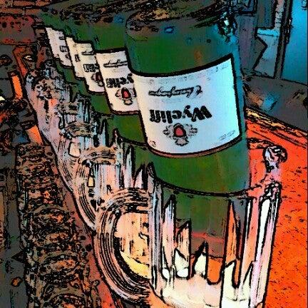 Das Foto wurde bei Royal Oak Bar and Grill von Caleb G. am 8/12/2012 aufgenommen