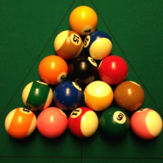 Foto tomada en Society Billiards + Bar por Chris W. el 9/2/2012