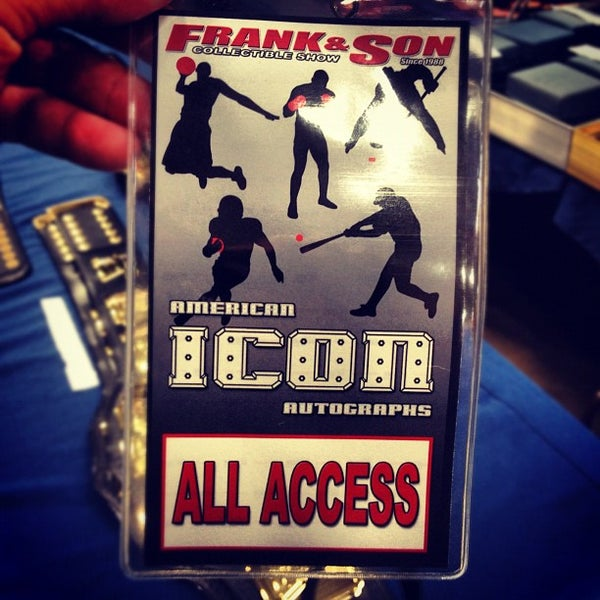 Foto scattata a Frank & Son Collectible Show da Morgin S. il 6/23/2012