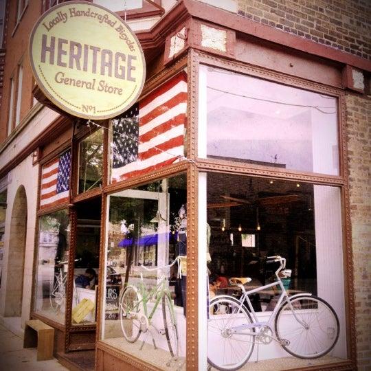รูปภาพถ่ายที่ Heritage Bicycles โดย Darren W. เมื่อ 7/24/2012