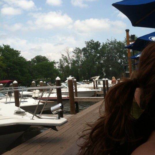 Foto tomada en Lord Fletcher's Old Lake Lodge por Matt C. el 5/27/2012