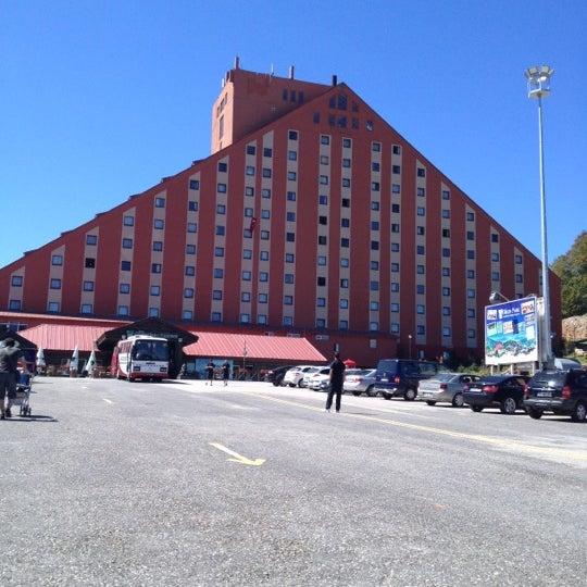 รูปภาพถ่ายที่ The Green Park Kartepe Resort & Spa โดย busrakalyoncudemirdes เมื่อ 8/30/2012