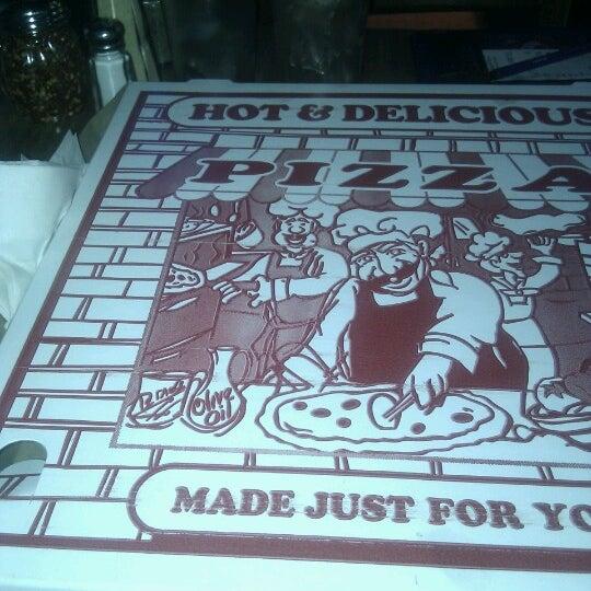 รูปภาพถ่ายที่ Star Tavern Pizzeria โดย Ezra E. เมื่อ 8/17/2012