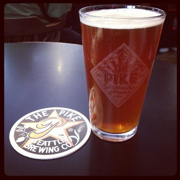 Photo prise au Pike Brewing Company par Elizabeth S. le8/9/2012