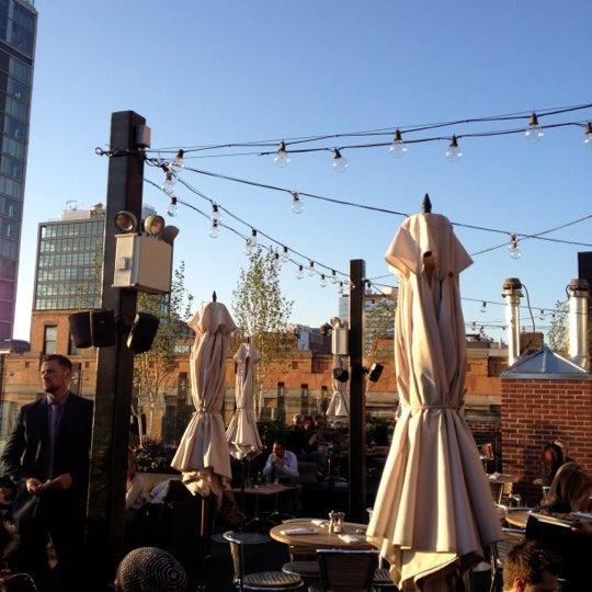 Das Foto wurde bei STK Rooftop von Courtney C. am 5/11/2012 aufgenommen